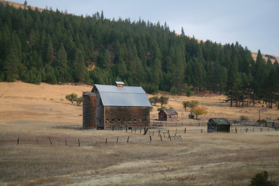 Old Barn on East Side of Cascades in Washington