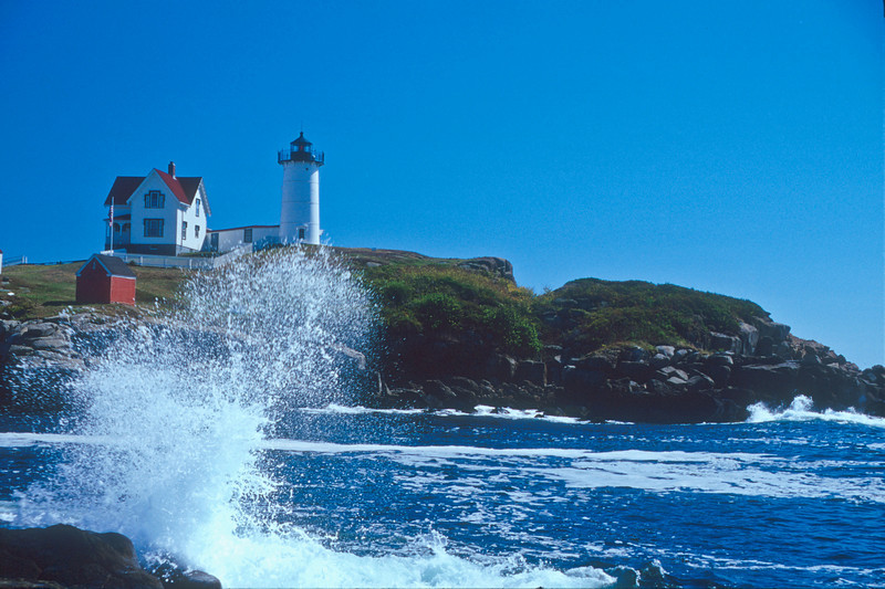 LH002<br /> Nubble With Splash<br /> York, Maine