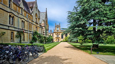 Oxford, The City of Dreaming Spires, is famous the world over for its University and place in history. For over 800 years, it has been a home to royalty and scholars, and since the 9th century an established town, although people are known to have lived in the area for thousands of years.