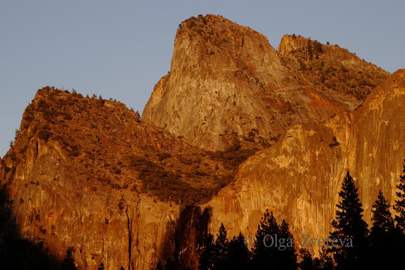 <p>Sunset glow over peaks at Yosemite National Park, California, USA</p>