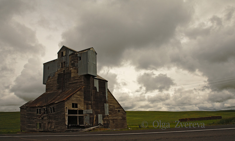 <p>Old grain elevator in Palouse area of Eastern Washington, USA</p>