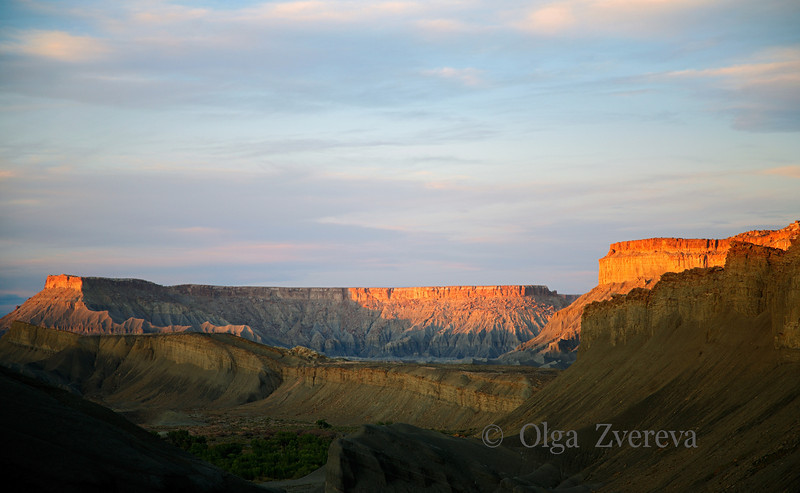 <p>Cliffs at Sunset, Caineville, Utah, USA</p>