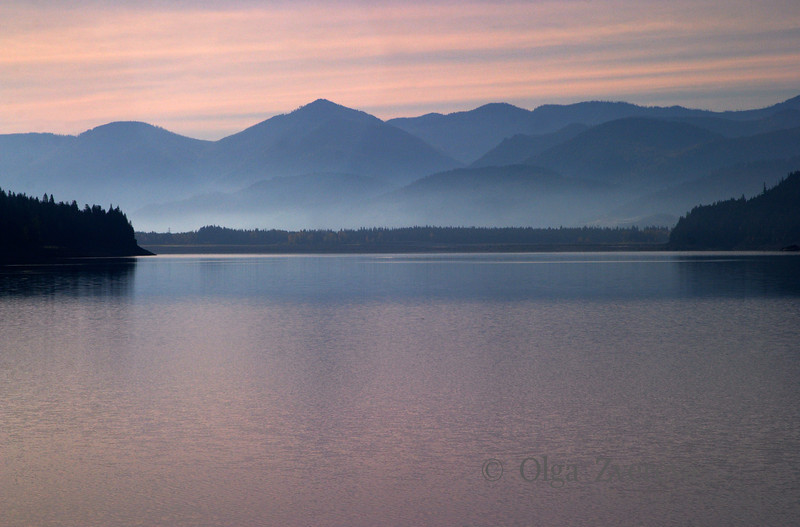 <p>Morning at Kachess Lake, Washington, USA</p>