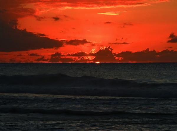 Last glimmer of a Ke'e Sunset