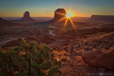 Sunrise in Monument Valley (Navajo Tribal Park).