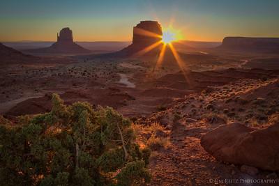 Sunrise in Monument Valley (Navajo Tribal Park).
