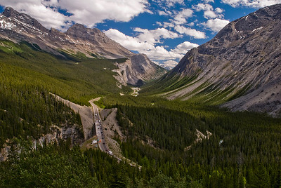 The Icefields Parkway (Promenade des Glaciers) climbs through the Canadian Rockies just south of the Columbia Icefield.