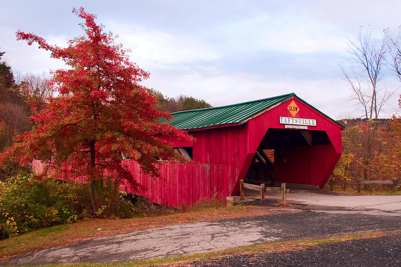 <p>Taftsville Covered Bridge<p> <p> Built in 1836 by Solomon Emmons, it is Vermont's third oldest bridge and at 189 ft., one of the longest. It crosses the Ottauquechee river.<p>