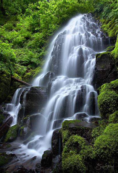 "<font color=""#FFFFFF"" size=""4"" face=""Verdana, Arial, Helvetica, sans-serif"">Fairy Falls</font><br> Columbia River Gorge, Oregon"
