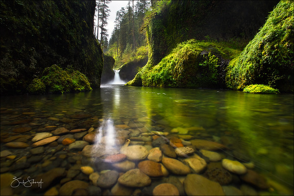 Punchbowl Falls Columbia River Gorge, Oregon