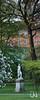 Hölderlindenkmal und alte Eiche im Alten Botanischen Garten, Tübingen