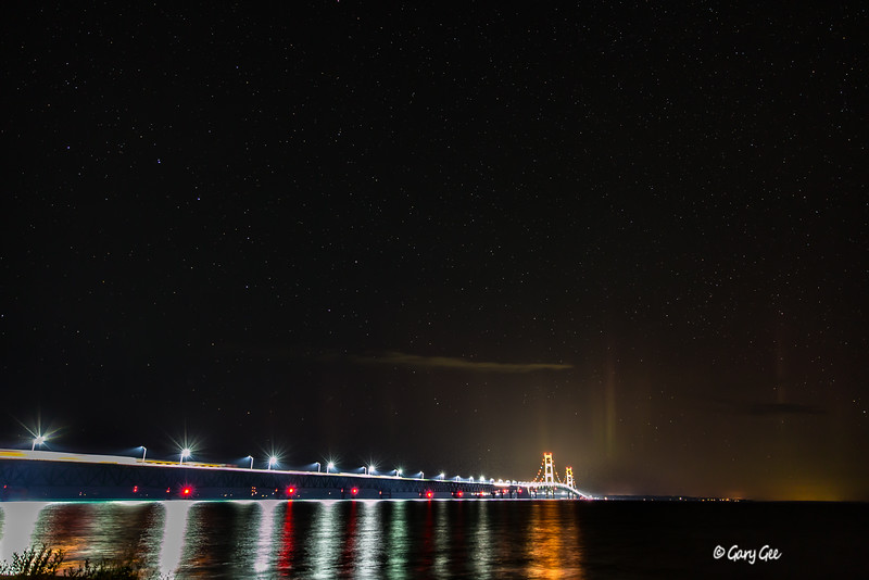 Northern Lights appear briefly at the Mackinaw Bridge 9-29-16