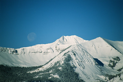 Moonrise over Scarp Ridge and Mt Owen