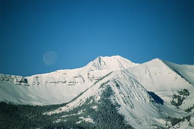 Moonrise over Scarp Ridge and Mt Owen
