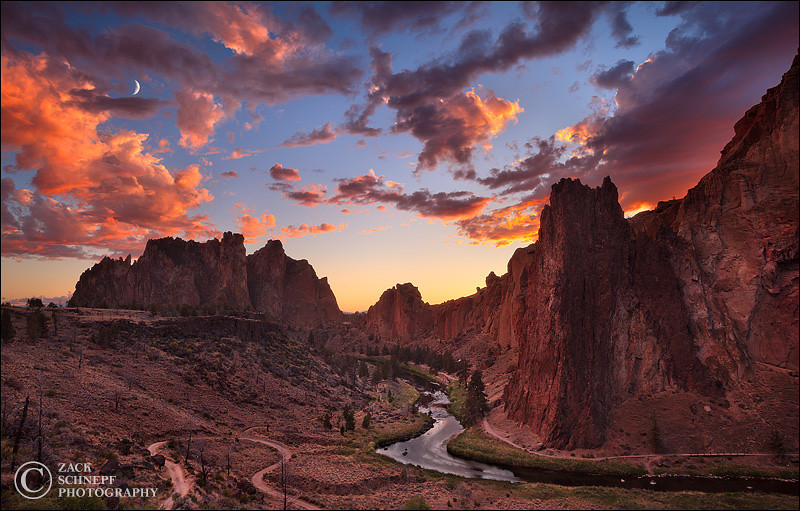 "<font color=""#FFFFFF"" size=""4"" face=""Verdana, Arial, Helvetica, sans-serif"">Sunset Storm Over Smith Rock</font><font color=""#FFFFFF"" size=""4"" face=""Verdana, Arial, Helvetica, sans-serif""> </font><br> Smith Rock, Oregon"