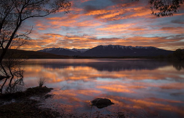 Sunrise  -  Lake McGregor,  Mackenzie Country