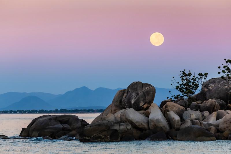 Moonrise over Picnic Bay