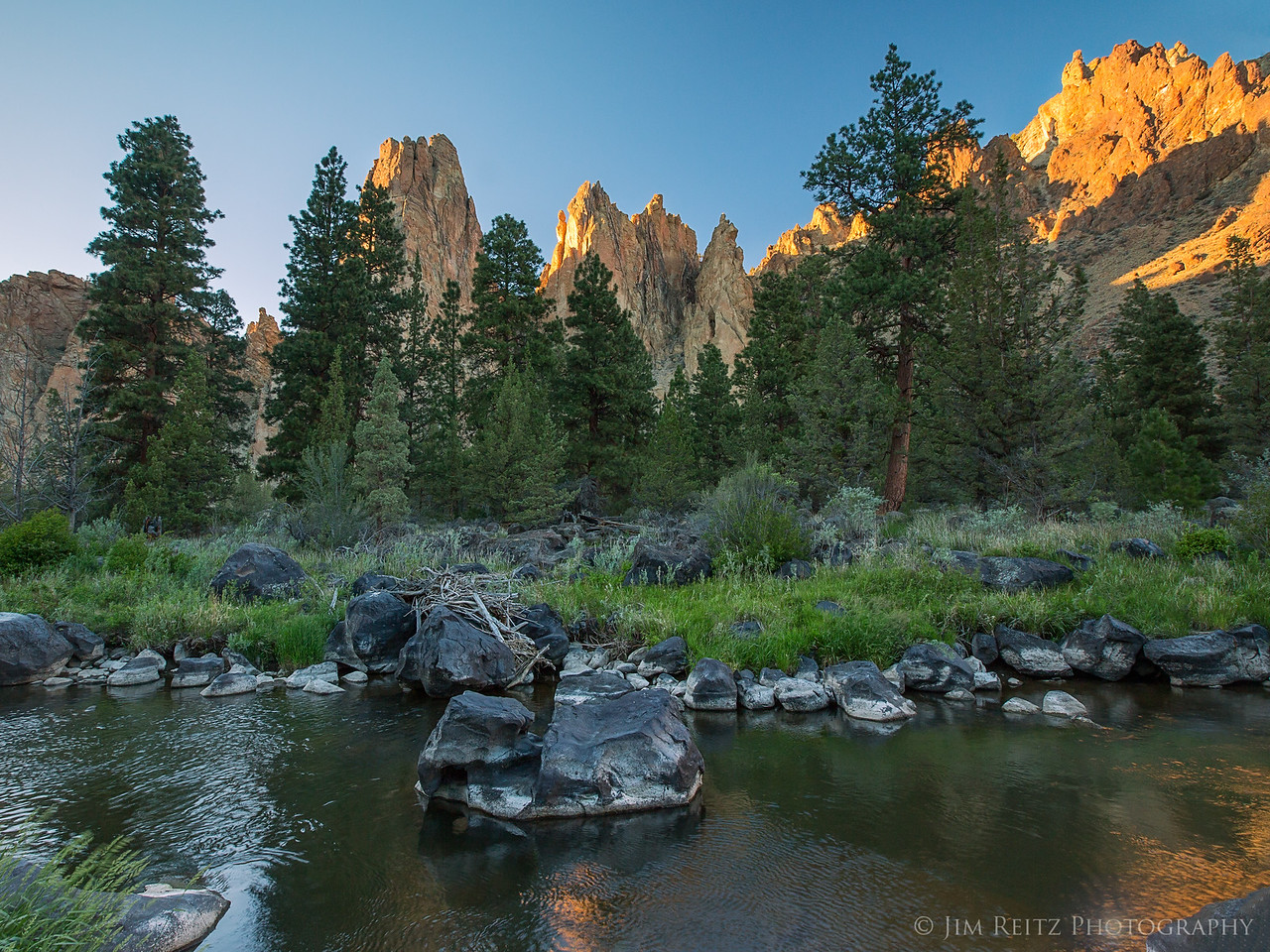 Sunset light on the peaks - Smith Rock state park in central Oregon
