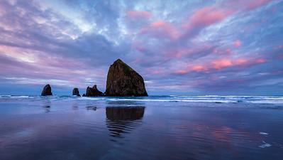 Sunrise - Haystack Rock in Cannon Beach, Oregon