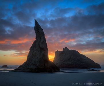 "The iconic ""Wizard's Hat"" sea stack on the beach in Bandon, Oregon."