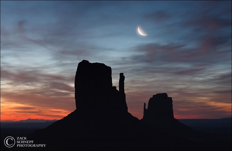 "<font color=""#FFFFFF"" size=""4"" face=""Verdana, Arial, Helvetica, sans-serif"">Moon Over Mittens</font><br> Monument Valley, Utah"