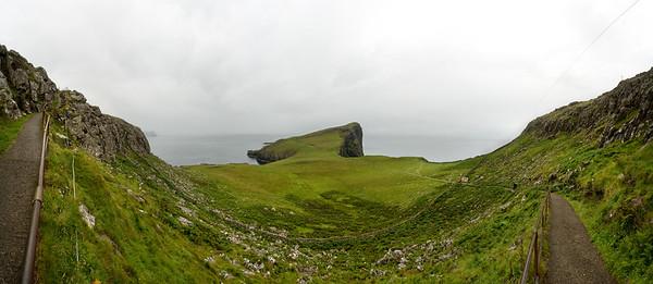 02.08.2011, Schottland, UK., Isle of Skye. Der Fussweg zum Leuchtturm von -Neist Point-. Panoramaaufnahme.