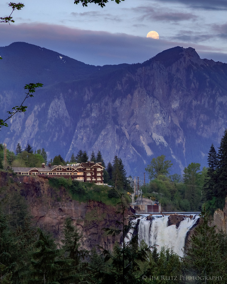 """Moonrise over Snoqualmie Falls, Mount Si, and the Salish Lodge (better known as The Great Northern Hotel in """"Twin Peaks"""")"""