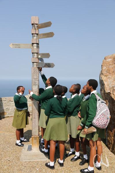 südafrikanische Schülerinnen am Cape Point, Table Mountain National Park, Tafelberg Nationalpark, Cape of Good Hope Nature Reserve, Kap der Guten Hoffnung, South Africa, Südafrika
