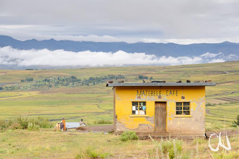 Matebele Cafe, mountain landscape, en route to Malealea, Lesotho, auf dem Weg nach Malealea