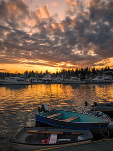 A sunset stroll thru Eagle Harbor marina