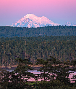 Twilight alpenglow on Mount Baker