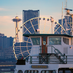 How many Seattle icons can you jam into one photo?