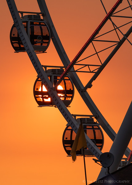 Gondola sunset - Seattle Great Wheel.