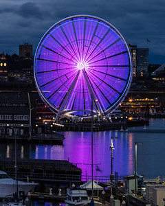 Evening shot of Seattle Great Wheel