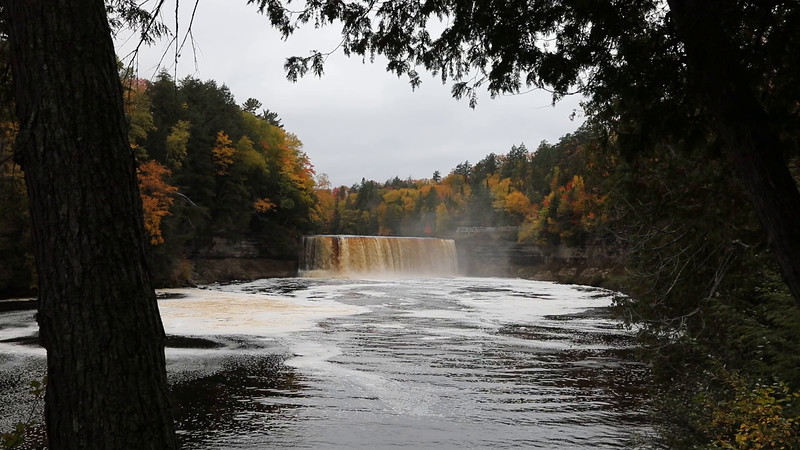 Video Tahquamenon Falls  taken October 2016 in the rain!