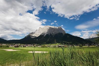 Golfplatz vor Zugspitzmassiv