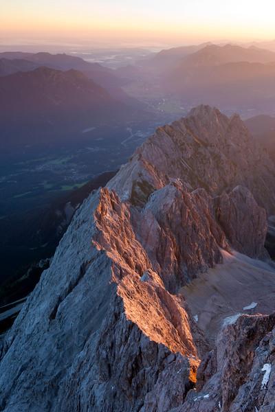 Blick von der Zugspitze über den Waxenstein Richtung Bayern, Deutschland, Europa