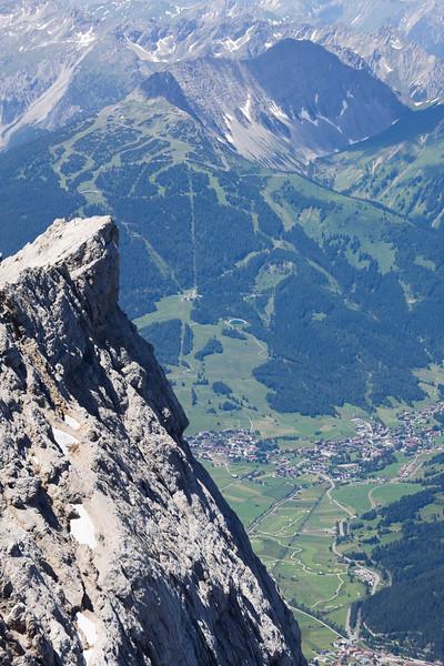 Blick von der Zugspitze auf Lermoos
