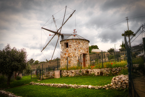 Windmills are a common sight when you are traveling along the portugese countryside.