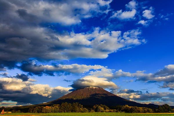 Lenticular Clouds in Autumn, Niseko