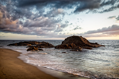 This will be my last Woods Cove photo for a while, time to feed all of you something different.  Gear used for this shot include the following: Body: Canon 6D Lens: 24-105mm F/fL IS USM Tripod: ManFrotto 055 with the X-Pro ball head Bag: A LowePro FastPack BP 250 to carry all my gear with    #Sunset #Laguna #LagunaBeach #Seascape #LongExposure #landscape_joy #viewbug #Photography #CanonUSA #Canon6D #MeAndMyManfrotto #PicOfDay #California #LagunaLiving #OCWeekly #MyLagunaBeach #LiveLagunaBeach #LagunaBeachCommunity #OrangeCounty #LiveBravely #unlimitedadventure #awesome_earthpix #awesomeearthpix #discoverglobe #TheGlobeWanderer @awesome.earth.pix #abc7eyewitness #ktla #cbsla #nbc4la