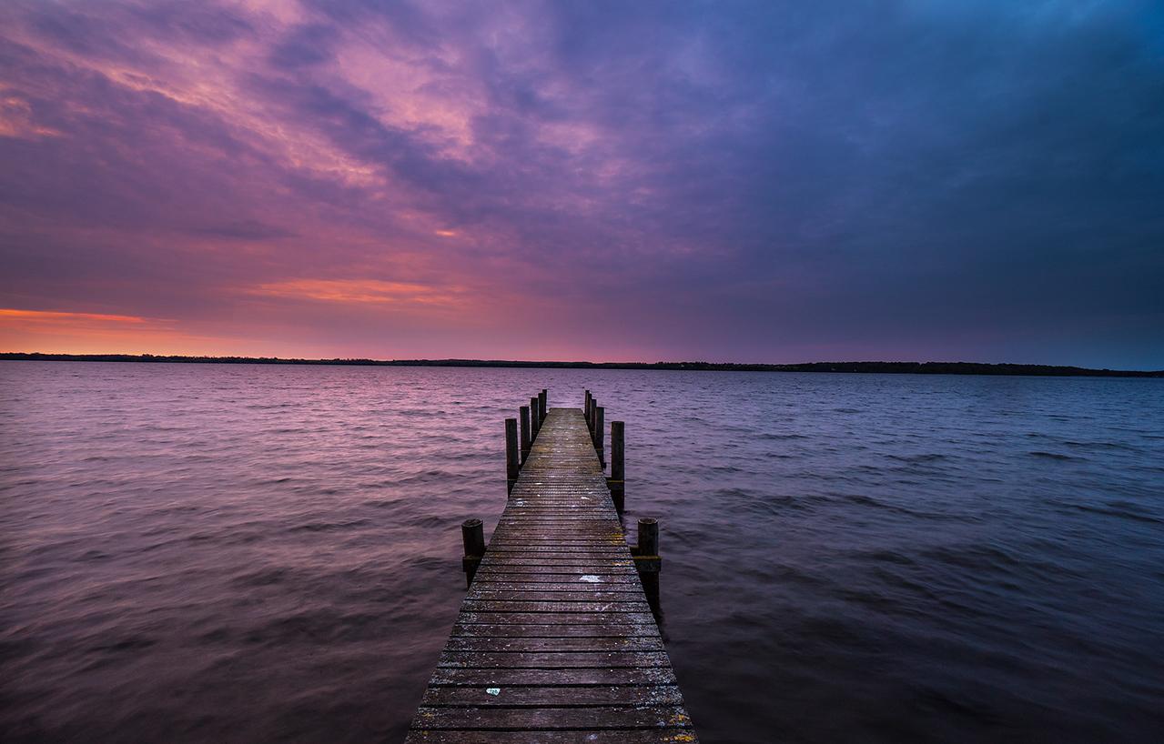 Denmark, long exposure, sony, sony a6500, manfrotto, zpacks, sunrise, peer, water, lake, sky, blue, red, copenhagen, esrumsø