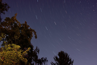 Sterne zeichnen Lichtspuren