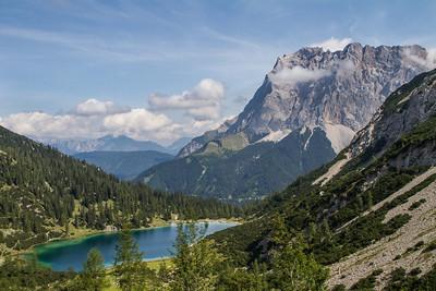 Blick von der Coburger Hütte auf den Seebensee und Zugspitze