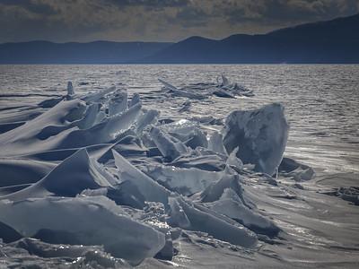 Frozen waves of Baikal