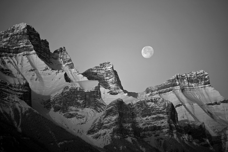 minus 30C and crystal clear air with the waning moon set over the Rundle Range