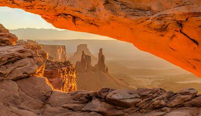 Mesa Arch Peekaboo - Moab, Utah