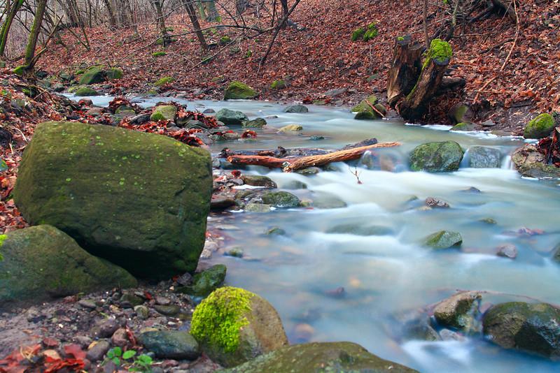 Sztaravoda-patak<br /> Nyáron itt épphogy csak csordogálni szokott a víz. Most azonban a decemberi havazás és olvadás meghozta gyümölcsét.