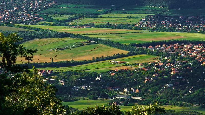 Pilisborosjenői zöld mezők a Hármahatár-hegyről