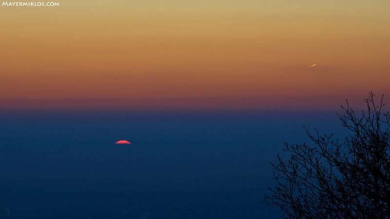 Hol a horizont? A koszos légkörben egyáltalán nem volt kivehető, hol az ég és föld találkozása.
